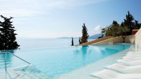 Marbella Nido Suite Hotel in Agios Ioannis Peristeron